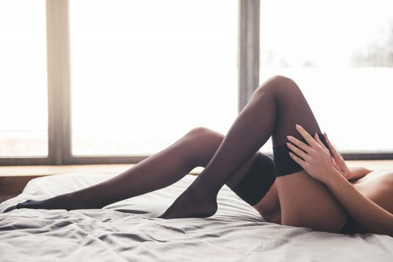 Kousen, stay ups, stockings tijdens een boudoir fotoshoot